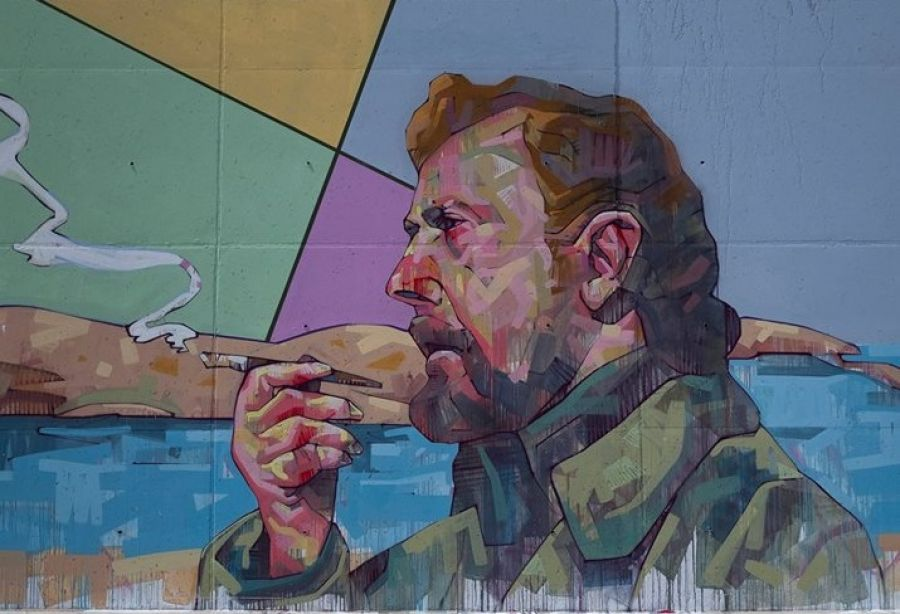 Τοιχογραφία με τη μορφή του Γιάννη Ρίτσου στον Άη Στράτη, του καλλιτέχνη Pupet.